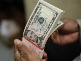 Dollar rises ahead of Fed, political risk weighs in Europe