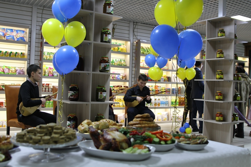 The trade and exhibition center of Kazakhstani products was opened ahead of the international exhibition in Astana.