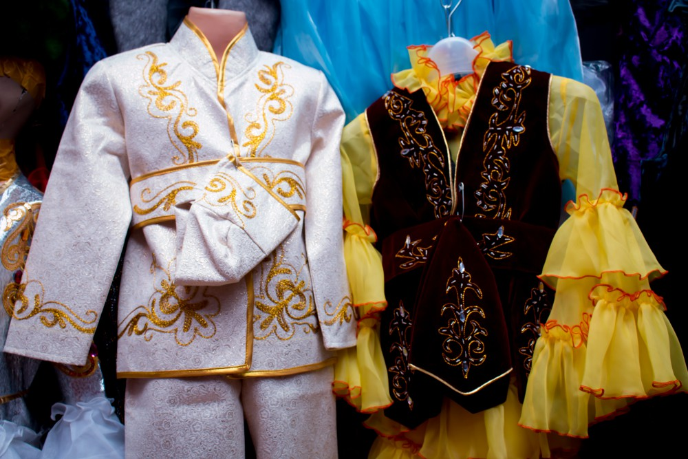 Kazakh Fashion Designer Opens Traditional Handicraft Club in Russia