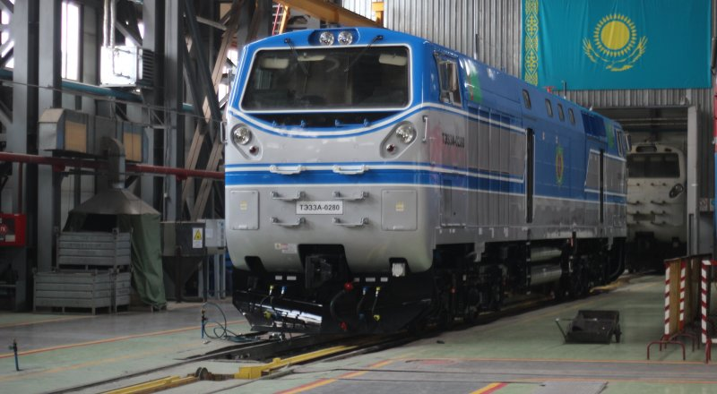 Kazakhstan exports locomotives to Azerbaijan