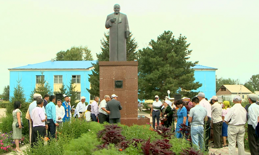 Entrepreneurs set up monuments of Kazakh batyrs and akyns at their own expense in the villages of Eastern Kazakhstan