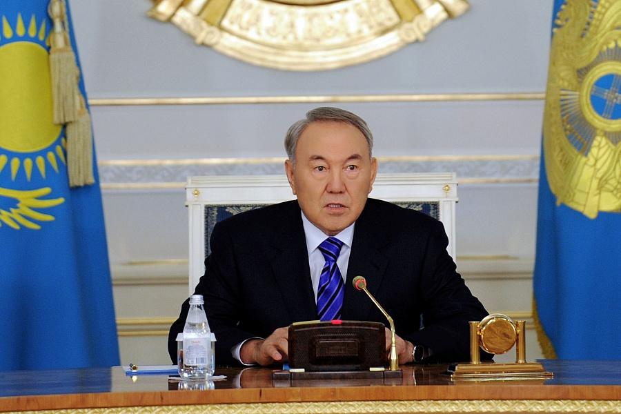 Xi Jinping invites Nursultan Nazarbayev to attend Big Twenty Summit