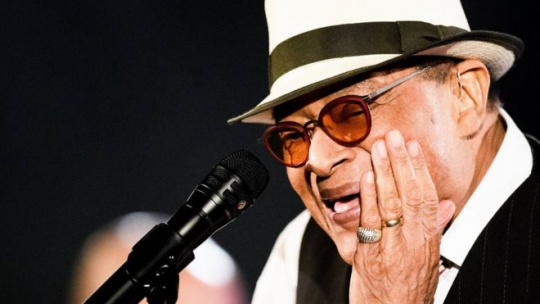 Al Jarreau: Seven-time Grammy-winning jazz singer dies at 76
