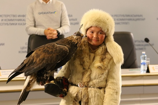 Aisholpan Nurgaiypkyzy, the eagle huntress from Mongolia intends to study english in Astana