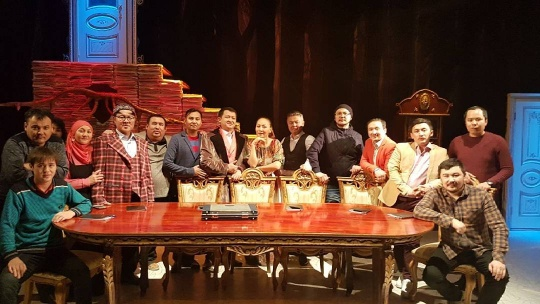 "Gogol's ""The Inspector General"" staged in Kazakh"