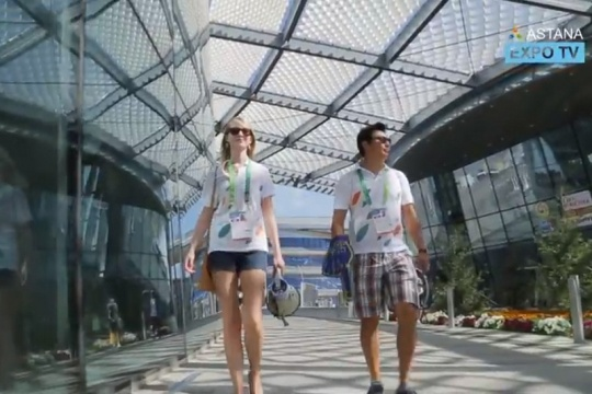 Kazakh-American couple volunteers at EXPO 2017