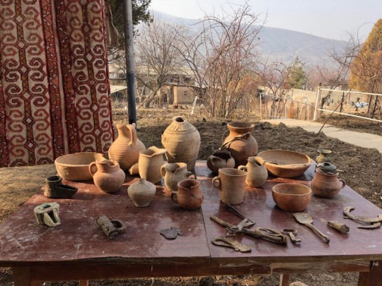 Resident of the Kazakh Shakhsham village in Uzbekistan organized a museum in the courtyard of his house