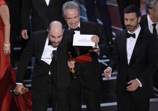 Oscars mistake: Moonlight wins best picture after announcement mix-up