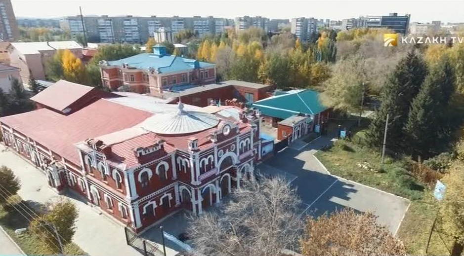 Eclecticism and classicism in Ust-Kamenogorsk constructions